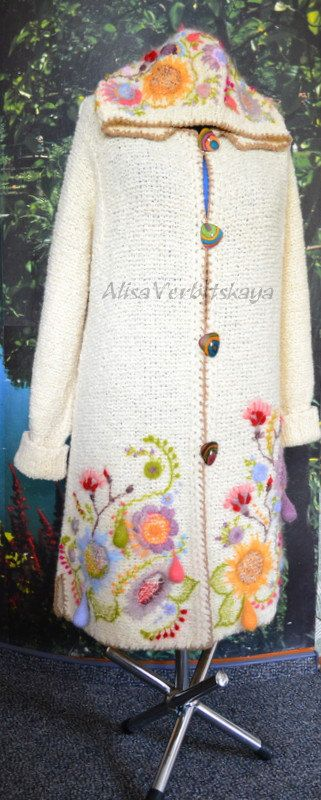 Coat with embroidery. por AlisaSonya en Etsy