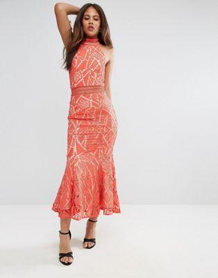 Кружевное платье с высоким воротом и асимметричным краем Jarlo Tall