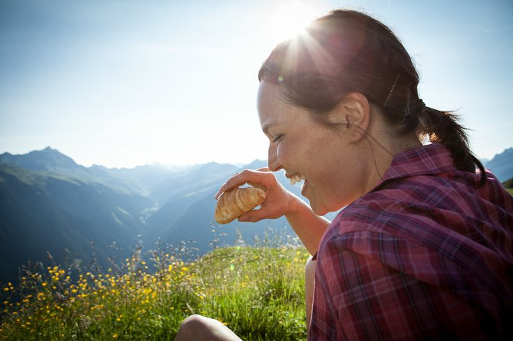 Natur pur, auch beim Bergfrühstück. https://www.youtube.com/watch?v=lsncD_8zt8o  #silvrettamontafon #kulinarisch #genießen