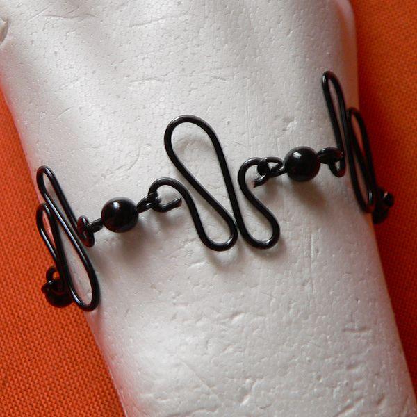 17 meilleures id es propos de bracelets en fil de fer sur pinterest joaillerie faire soi. Black Bedroom Furniture Sets. Home Design Ideas