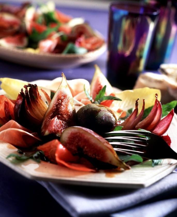 Salata de smochine, ceapa coapta si sunca