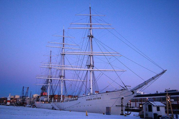 Suomen Joutsen (Wikipedia/Scoo, public domain)