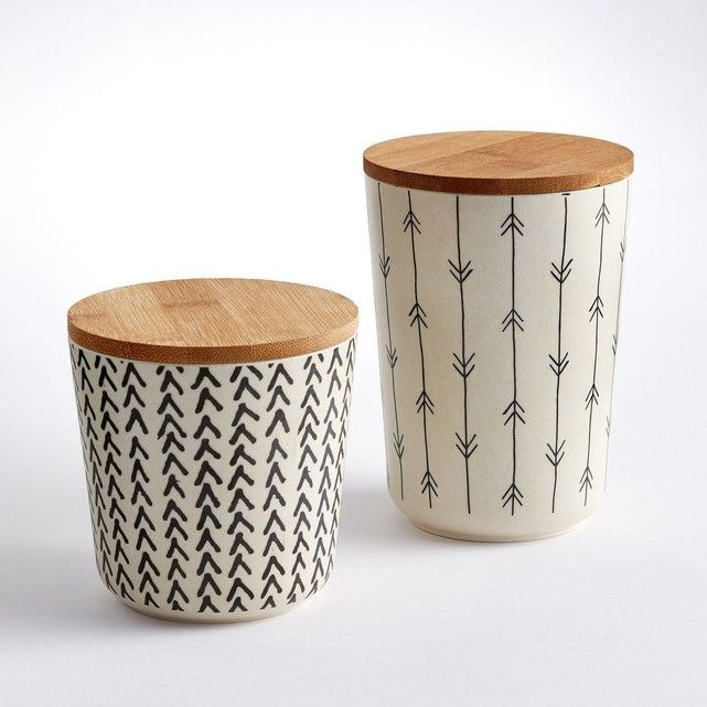 Graphisme ethnique authentique et exotisme de la matière : les boîtes de conservation Bamboska vous seront en maintes circonstances aussi utiles que décoratives.Caractéristiques des 2 boîtes de conservation en bambou, Bamboska :Imprimé 2 motifs différents.Dimensions des 2 boîtes de conservation en bambou, Bamboska :Boîte 1 : diam. 10,3 x H14,8 cm.Boîte 2 : diam. 10,3 x H10,8 cm.Bambou imprimé, coloris : crème / noir.Retrouvez d'autres récipients assortis et nos collections de produits de...