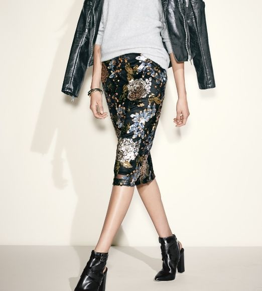 Metallic sequins are always a good idea! Crushing on this floral body-con skirt.