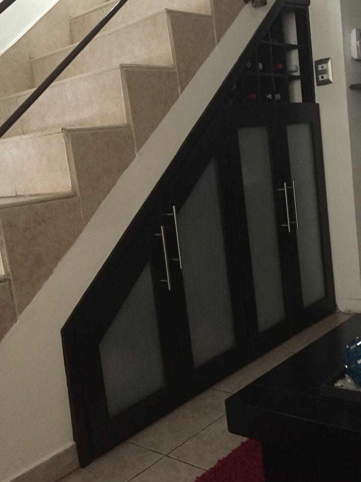 Understairs storage and mini-small wine cellar .. Abajo de las escaleras bodega pequeña y cava pequeña