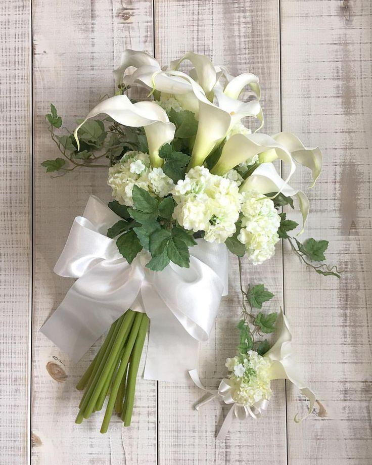 Bouquet for bride! カラーとビバーナムのシンプルなクラッチブーケ。エレガントで凛とした表情です。素敵な1日になりますように! * #lesfavoriswedding #wedding #bridal #weddingbouquet #wedingflowers #artificialflower #クラッチブーケ #オリジナルウェディング #ホテル婚 #前撮り #後撮り #結婚準備 #プレ花嫁 #ブーケレッスン #アーティフィシャルフラワーブーケ #shimokitazawa