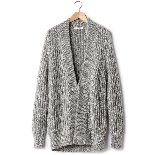 Le gilet long Love Tun de AN'GE. Confort et douceur d'une grosse maille tricot chinée, avec jeu de côtes plus fines à l'encolure et devant, 70% acrylique, 20% mohair, 10% laine. Fermeture par 1 agrafe devant.
