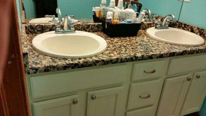 Bathroom makeover with Annie Sloan Chalk Paint in old white