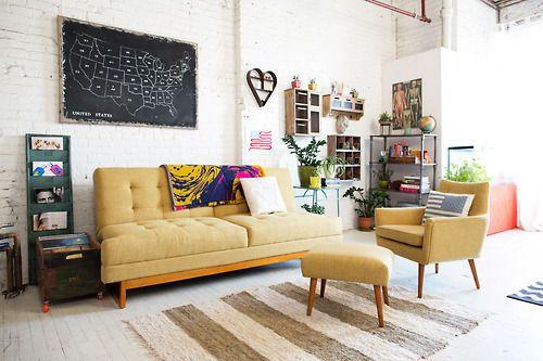 living room. usa map. colorful.