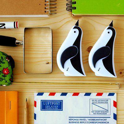 ペンギンが間違いを直してくれる。ペンギン 修正テープ