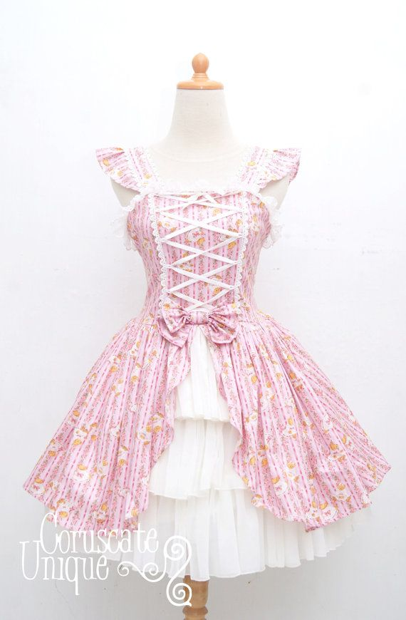 He encontrado este interesante anuncio de Etsy en https://www.etsy.com/es/listing/123295762/teddy-bear-lolita-dress-jumper-victorian