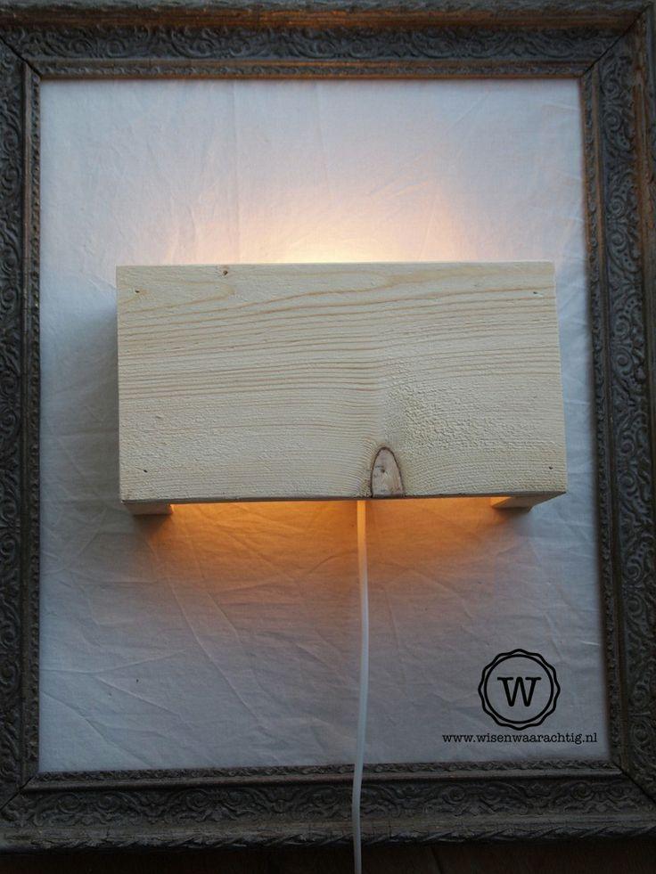 Blank houten wandlamp in schilderijlijst, Leuk!