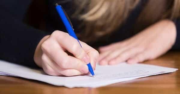 كيفية كتابة موضوع تعبير باللغة الانجليزية Writing من أصعب الأسئلة التي تقابل الطالب في الامتحان هي اس Essay Writing Help Critical Thinking Skills College Essay