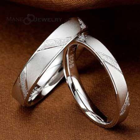 Apakah anda pasangan muslim yang sedang mencari cincin kawin ideal untuk menikah, maka cincin kawin model ivone ini sangat cocok untuk anda. Cincin ini menggunakan kombinasi bahan yaitu palladium 50% untuk cincin pria serta emas putih 75% atau 18 k untuk cincin wanita. Desainnya simpel nan elegan dengan tambahan ornamen menyilang serta permukaan full putih …