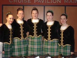 Five dancers in kilt with black jackets and gold trim (can't see socks) #Breton #Green #Tartan