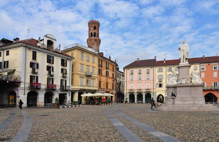 Piazza Cavour, #Vercelli, #Italy  thanks rete.comuni-italiani.it