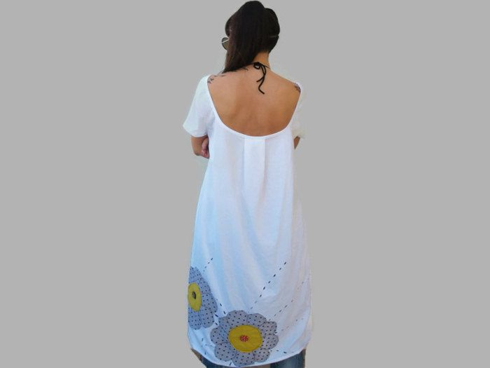 White loose women tunic / summer cotton tunnic / women assymetric tunic with flower applique / gift for her / open back women tunic by PepperFashion on Etsy