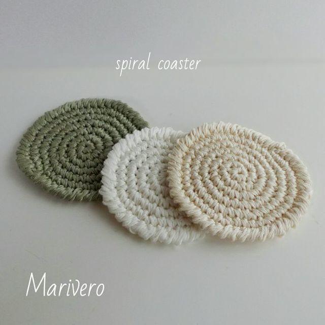 ぐるぐる編みのスパイラルコースター