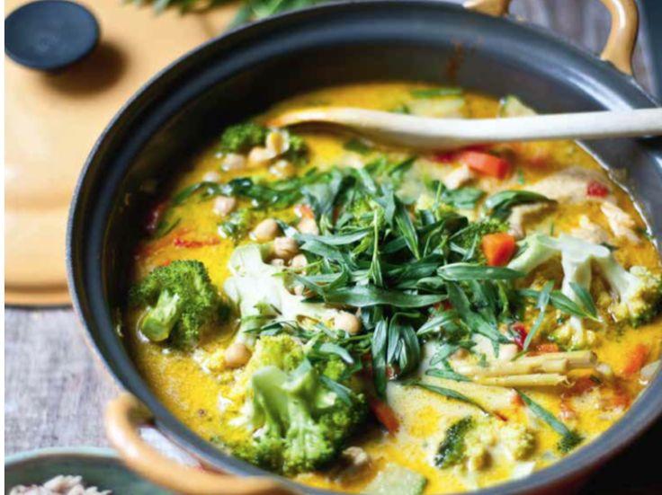 Elke dag schotelen we je met plezier een nieuw recept voor dat lekker en gezond is.    Dit heb je nodig: De currysaus olijfolie 2 uien, fijn...