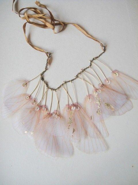RÉSERVÉ aux ailes de PAULA d'Iris-Organza collier par jewelera