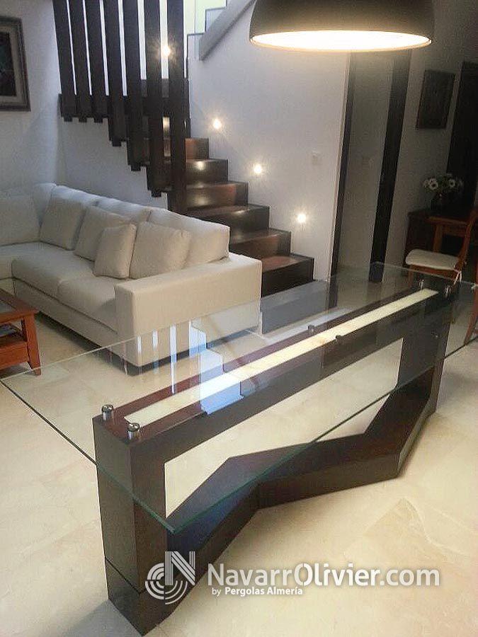 Mesa en madera en iroko con encimera de cristal templado e iluminación led. Diseño Muxacra Arquitectos, fabricación, www.navarrolivier.com