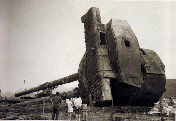 Башня линкора Муцу, извлеченная со дна морского. 8 июня ...