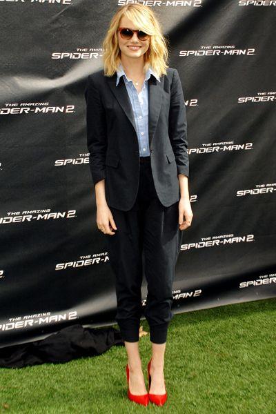 EMMA STONE WEARS KURT GEIGER LONDON 'BRITTON', LOS ANGELES
