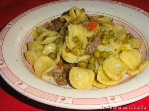 Orecchiette con salsiccia, piselli e pomodorino