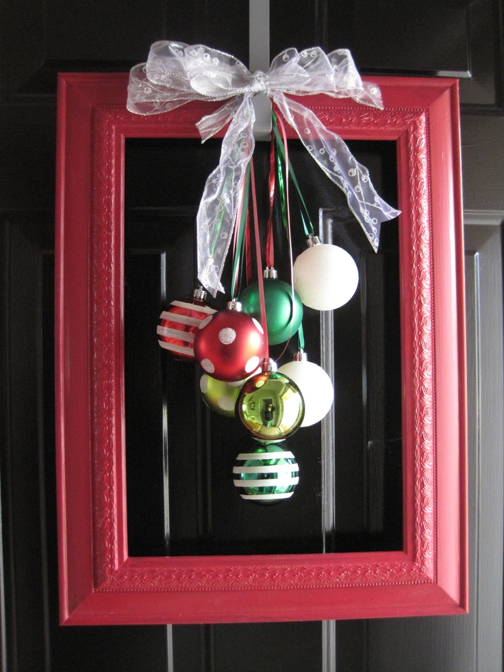 A twist on the typical wreath...: Christmas Wreaths, Ideas, Frames Ornaments, Decoration, Front Doors, Holidays Decor, Christmas Decor, Pictures Frames, Creative Christy