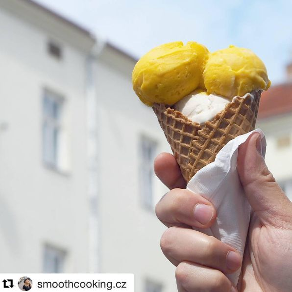 každý den pro Vás máme čerstvé vyrobené zmrzliny z těch nejlepších surovin v #cacaopraha . Tentokráte mango a vlašský ořech s fíky. děkujeme za fotku @smoothcooking.cz | cacao ~ prague ~ ljubljana ~ portorož | #cacaoprague #cacao #cacaoportoroz #cacaoljubljana #praha #praha2016 #icecream #homemade