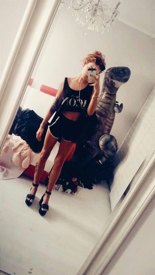 #allblack #tattoo #icon #hm #stradivarius #boobsy #dinosaur