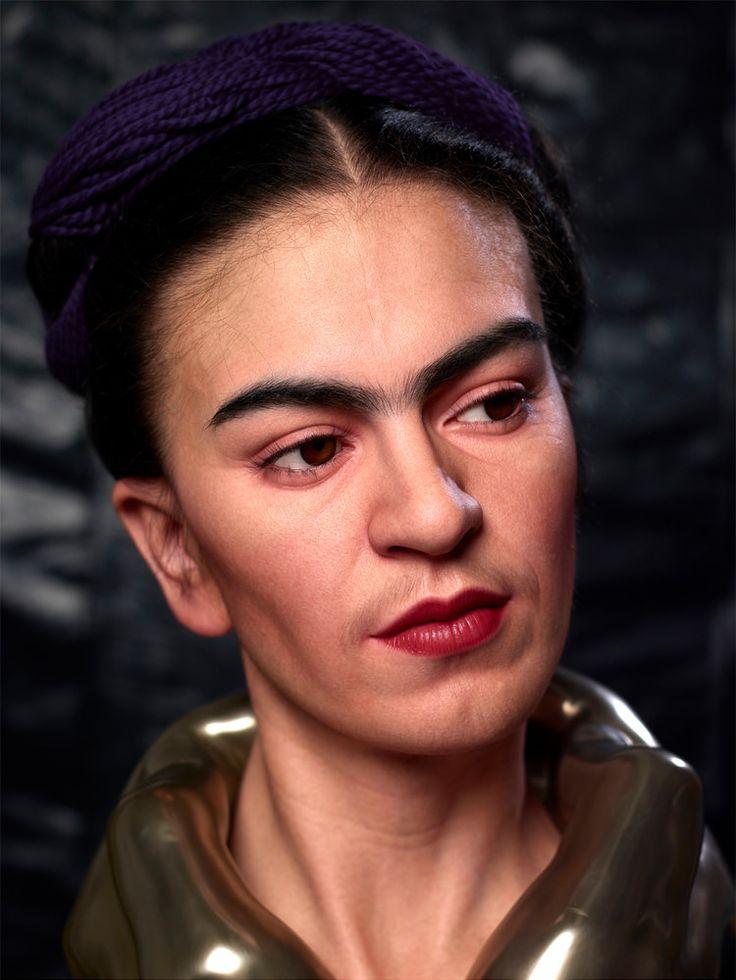 Frida Kahlo, la artista más famosa de México mejor conocida por su numerosos autorretratos, se retrata una vez más como último tema...