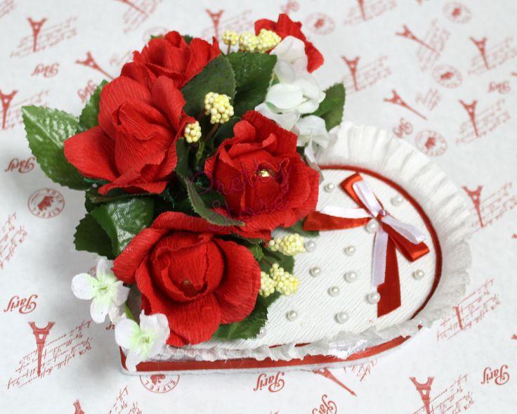Сердце из конфет с розами Букет из конфет Краснодар Композиции из конфет
