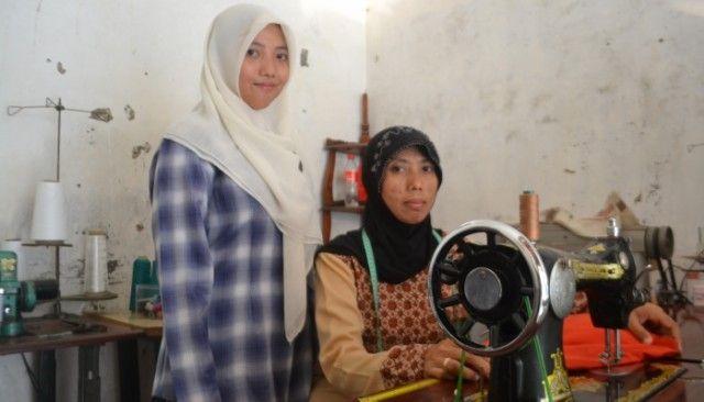 Yogyakarta, Obsessionnews.com – Mujiyah Srihidayati sosok perempuan yang tangguh. Ia seorang janda. Sepeninggal suaminya enam tahun lalu, Mujiyah terpaksa bekerja sebagai buruh jahit agar dapur di rum