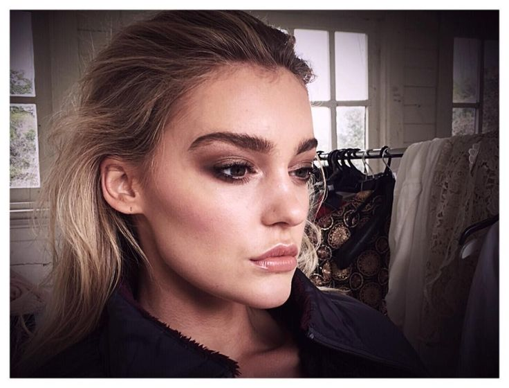 Quick behind the scenes snap of gorgeous @georgiagibbs_  Sunseeker story coming soon on @labgallerie  #makeup #makeupartist #womanempowerwoman #confidence #natural