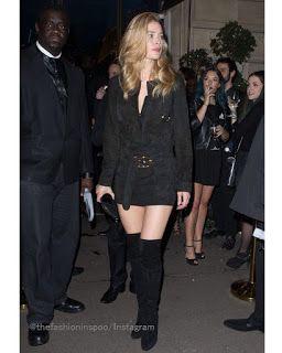 Celebrity Style | 海外セレブ最新ファッション情報 : 【ドウツェン・クロース】スエード素材で揃えた大人ワンピーススタイル!夜のパリの街をお出かけ!