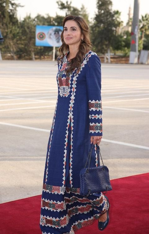 Queen Rania in a traditional dress for Armed Force Day ...