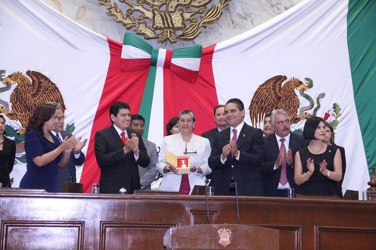 """Los recipiendarios, en sesión solemne de la LXXIII Legislatura, fueron la Facultad de Ciencias Médicas y Biológicas """"Doctor Ignacio Chávez"""" de la UMSNH; y, al grupo musical """"Hermanos Jiménez"""" – ..."""