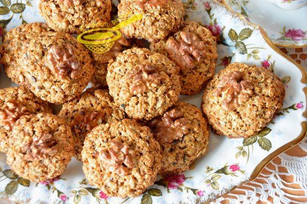 z cukrem pudrem: ciasteczka owsiane z orzechami i słonecznikiem (wersja fit)