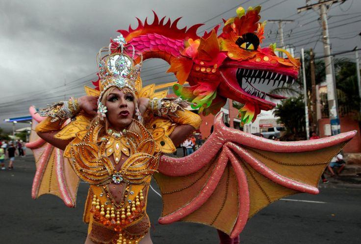 Un participante en el desfile anual del Orgullo Gay en Managua, Nicaragua.