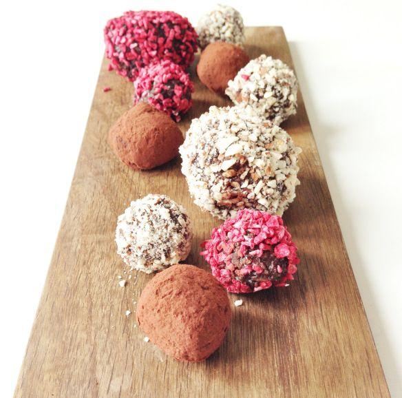 Choko-kugler med hindbær, kaffe og nødder