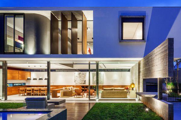 Planalto House in São Paulo, Brazil by Flavio Castro