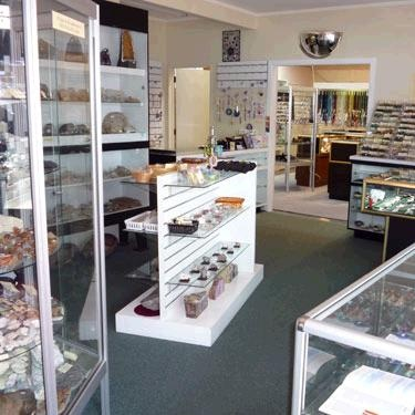 Rotorua Rock and Gemstone Shop, Rotorua Lapidary Ltd, for specialist jewellery caring and grinding machines, jewellery making components, precious stones and agate treasures.