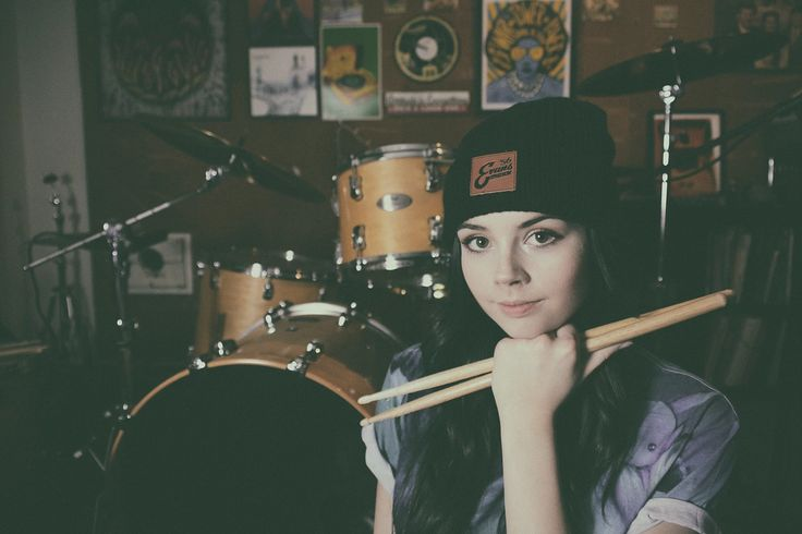 Elise Trouw with her Pearl drumset
