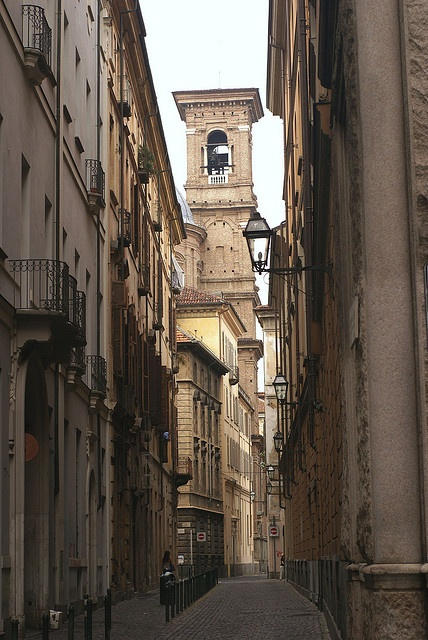 Torino, Via Giovanni Botero e il campanile della  Chiesa di Santa Maria di Piazza (bell tower of Santa Maria in Piazza Church) by HEN-Magonza, via Flickr