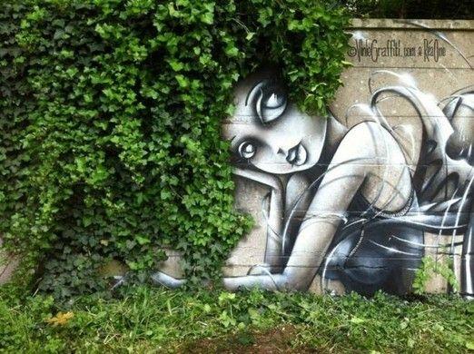 Quand le street art s'allie avec la nature : graffitis végétaux, yarn bombing, fresques murales