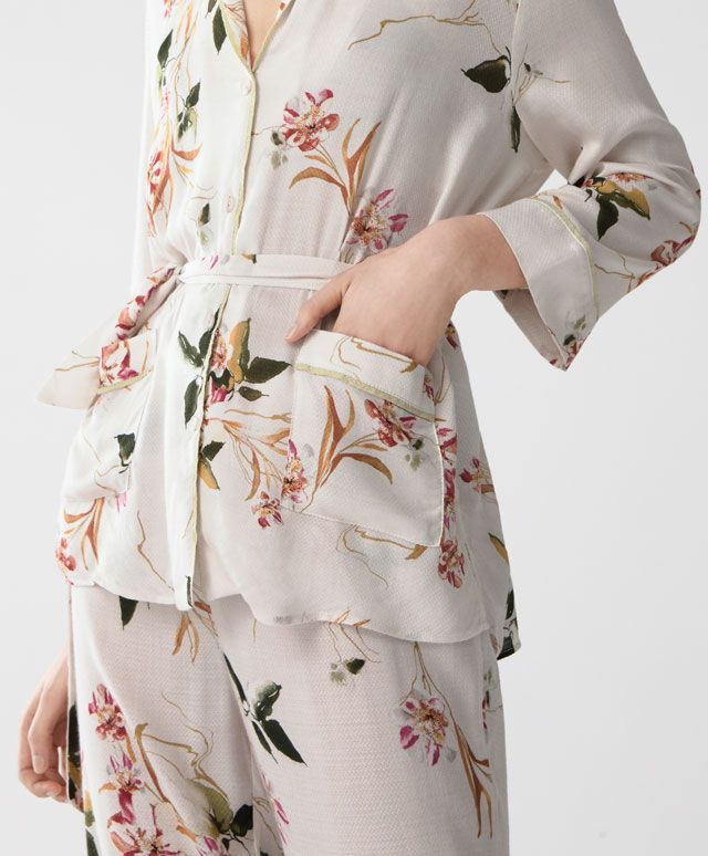 Oriental shirt - Print - Spring Summer 2017 trends in women fashion at Oysho online. Find lingerie, pyjamas, slippers, nighties, gowns, fluffy, maternity, sportswear, shoes, accessories, body shapers, beachwear and swimsuits & bikinis.