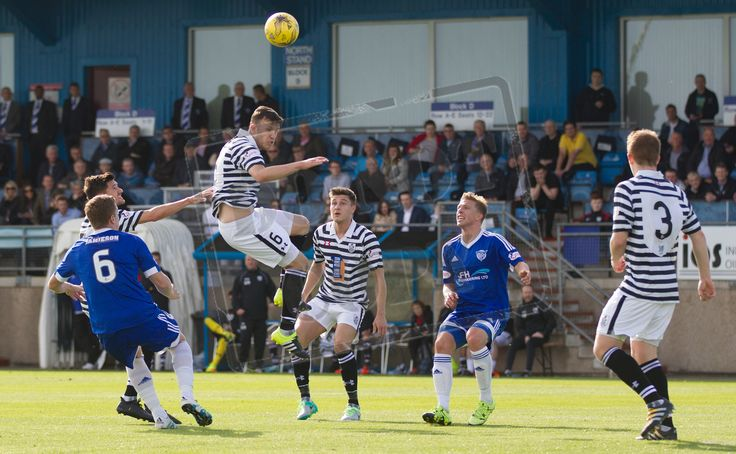 Queen's Park's Adam Cummins in action during the Ladbrokes League One game between Peterhead and Queen's Park.