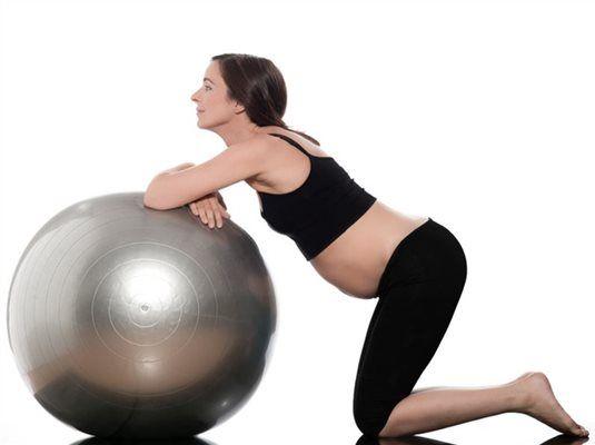 Sok kismama a terhesség alatt borzasztóan félti magzatát, holott a túl sok ülés még rosszabb, mint a rendszeres kímélő mozgás. Most kitérünk arra, hogy milyen sport az, amit kerülj!