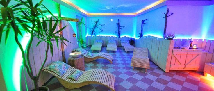 Zona relax con sauna a botte in terrazza - Hotel Rifugio Sores